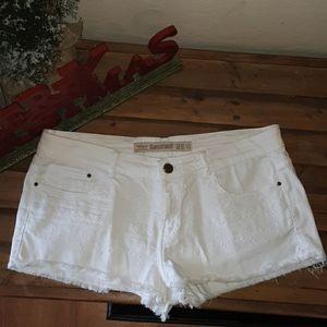 Zara trafaluc white embroided Jean shorts size 8